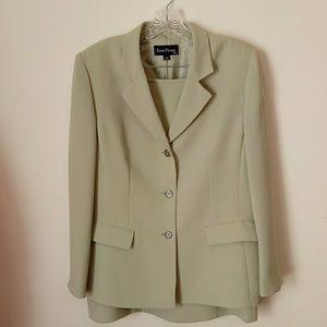Evan Picone Women's suit,blazer and skirt.